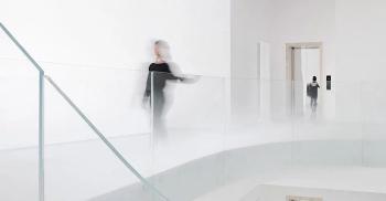 从云中延伸出来的楼梯-办公室装修公司分享