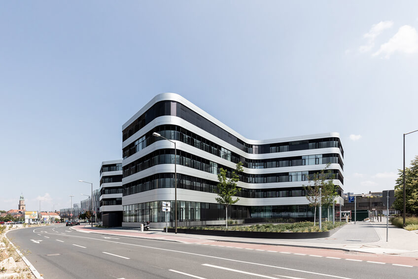 010-erlangen-hochstadt-district-administration-office-by-alleswirdgut.jpg