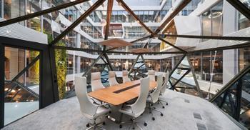 办公楼装修公司改造多功能灵活办公空间