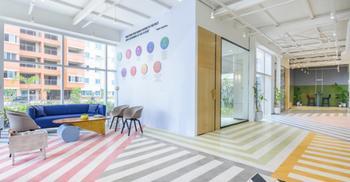 办公装修设计运用色调与图案营造愉快氛围
