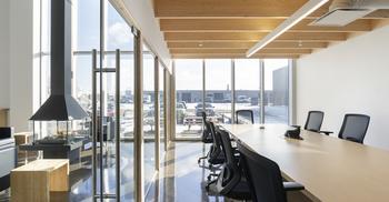 工业建筑改造成有趣办公室装修设计环境